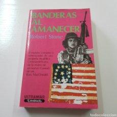 Libros de segunda mano: BANDERAS AL AMANECER - ROBERT STONE. Lote 221769046