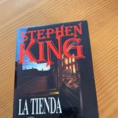 Libros de segunda mano: LIBRO STEPHEN KING - LA TIENDA - EDICIONES B 1ª ED. 1992 - TAPA DURA Y SOBRECUBIERTA. Lote 222136735