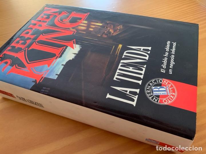 Libros de segunda mano: LIBRO STEPHEN KING - LA TIENDA - EDICIONES B 1ª ED. 1992 - TAPA DURA Y SOBRECUBIERTA - Foto 2 - 222136735