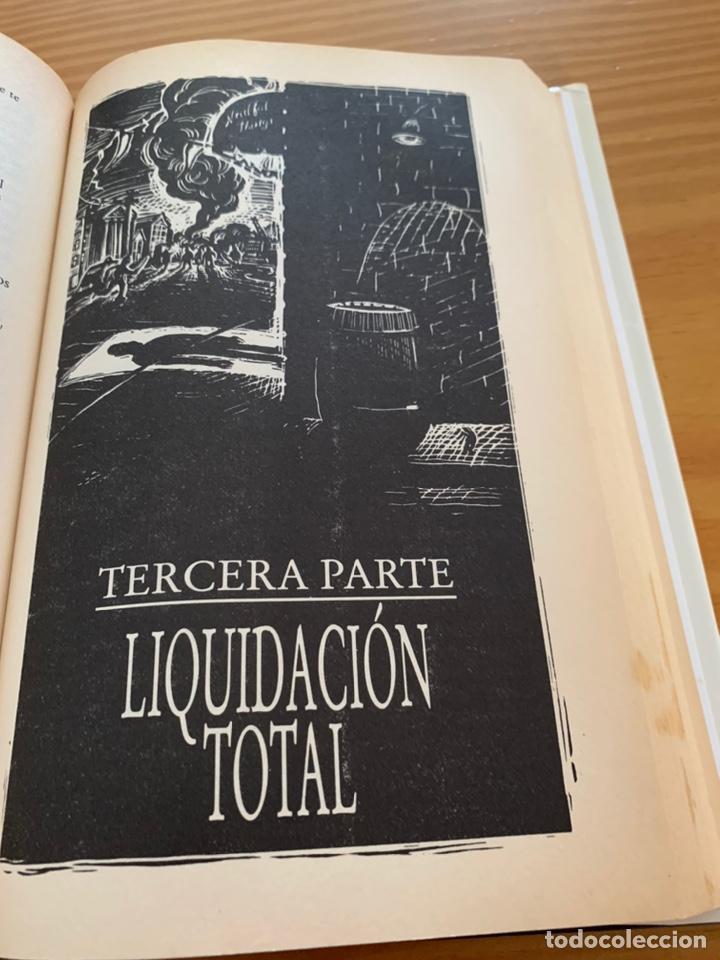 Libros de segunda mano: LIBRO STEPHEN KING - LA TIENDA - EDICIONES B 1ª ED. 1992 - TAPA DURA Y SOBRECUBIERTA - Foto 8 - 222136735