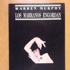 Libros de segunda mano: LOS MARRANOS ENGORDAN / WARREN MURPHY / 1ª ED. 1989. JUCAR. Lote 222857776