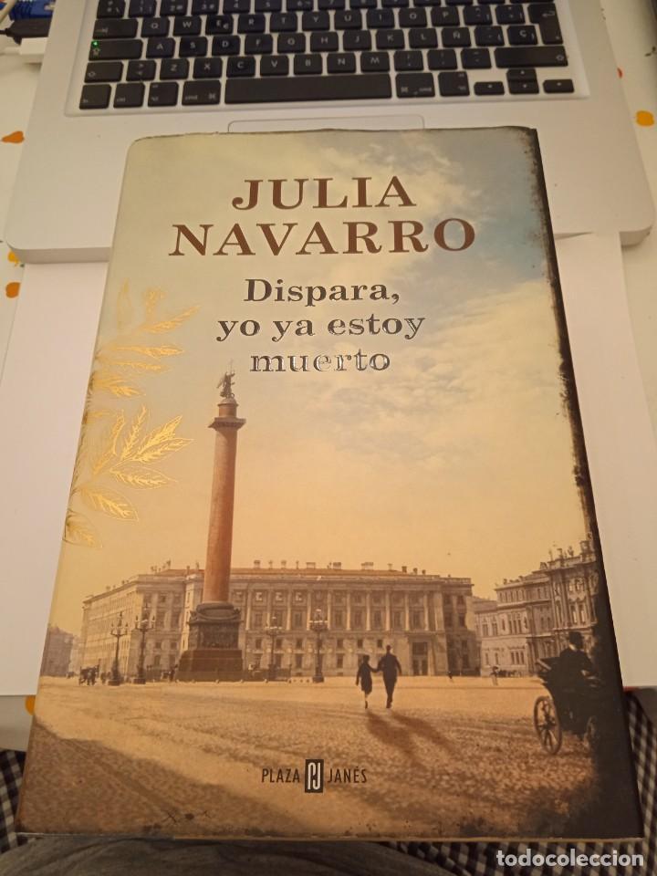 DISPARA, YO YA ESTOY MUERTO. JULIA NAVARRO. (Libros de segunda mano (posteriores a 1936) - Literatura - Narrativa - Terror, Misterio y Policíaco)