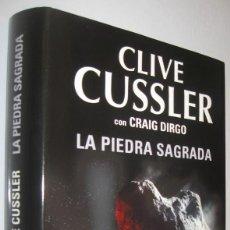 Libros de segunda mano: LA PIEDRA SAGRADA - CLIVE CUSSLER CON CRAIG DIRGO. Lote 228546180