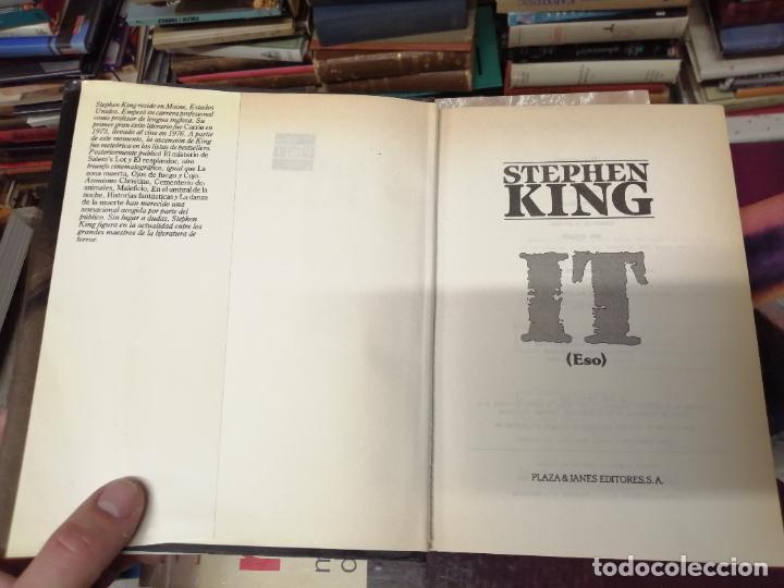 Libros de segunda mano: STEPHEN KING . IT ( ESO ). PLAZA & JANÉS . 1988. ILUSTRACIÓN PORTADA BOB GIUSTI. TAPA DURA - Foto 2 - 234468335