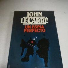 Libros de segunda mano: UN ESPÍA PERFECTO. JOHN LE CARRÉ. 1986. CIRCULO DE LECTORES. TAPA DURA. 446 PÁGINAS. Lote 237619705