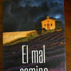 Libros de segunda mano: MIKEL SANTIAGO. EL MAL CAMINO.. Lote 254704065