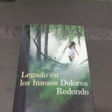 Libros de segunda mano: LEGADO EN LOS HUESOS, DOLORES REDONDO, 2013. Lote 254905610