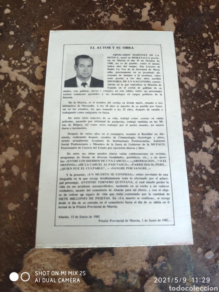 Libros de segunda mano: UN MUERTO SE CONFIESA (ABELARDO MARTÍNEZ DE LA HOYICA) - Foto 2 - 262036135
