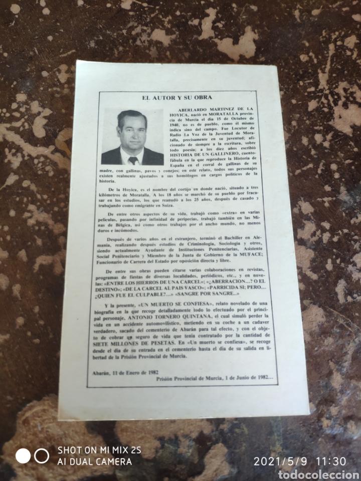 Libros de segunda mano: UN MUERTO SE CONFIESA (ABELARDO MARTÍNEZ DE LA HOYICA) - Foto 2 - 262036295