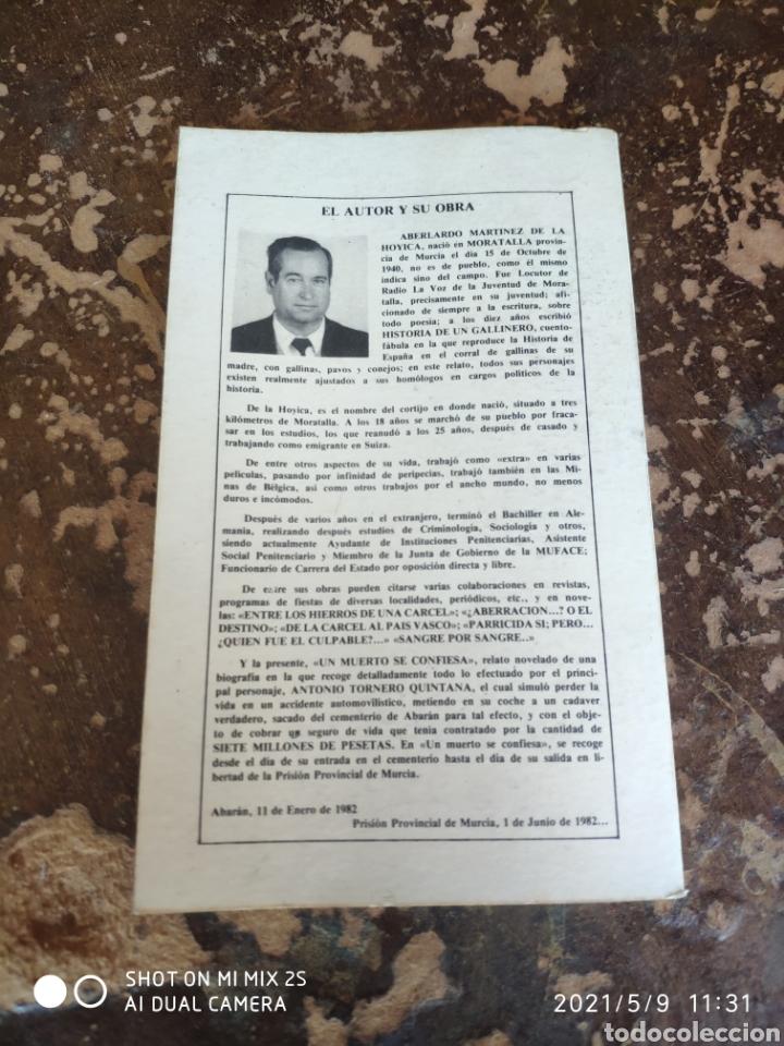 Libros de segunda mano: UN MUERTO SE CONFIESA (ABELARDO MARTÍNEZ DE LA HOYICA) - Foto 2 - 262036430