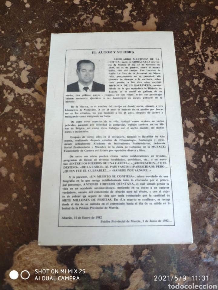 Libros de segunda mano: UN MUERTO SE CONFIESA (ABELARDO MARTÍNEZ DE LA HOYICA) - Foto 2 - 262036485
