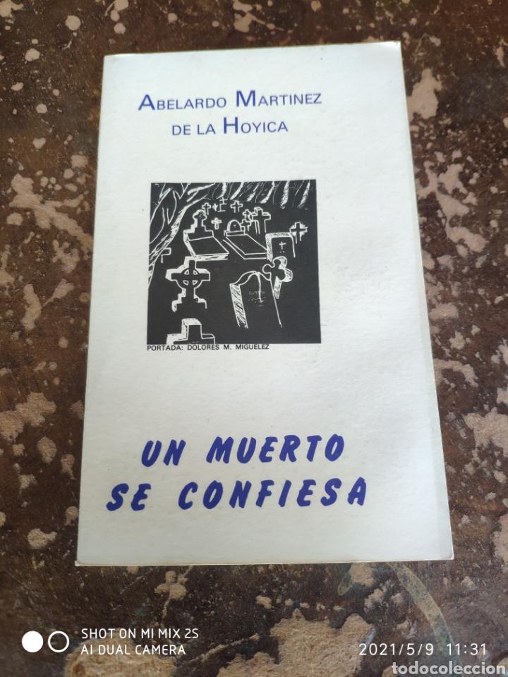 UN MUERTO SE CONFIESA (ABELARDO MARTÍNEZ DE LA HOYICA) (Libros de segunda mano (posteriores a 1936) - Literatura - Narrativa - Terror, Misterio y Policíaco)