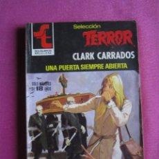 Libros de segunda mano: SELECCIÓN TERROR 449 UNA PUERTA SIEMPRE ABIERTA CLARK CARRADOS. Lote 268988994