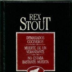 Libros de segunda mano: DEMASIADOS COCINEROS   MUERTE DE UN VERANEANTE   NO ESTABA BASTANTE MUERTA (REX STOUT) – ORBIS, 1984. Lote 269015794