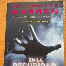 Libros de segunda mano: ED Y LORRAINE WARREN, EN LA OSCURIDAS. Lote 269062703