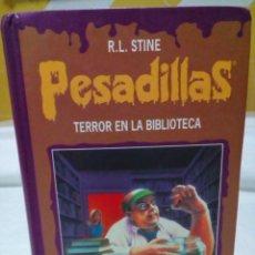 Libros de segunda mano: PESADILLAS- R.L. STINE-TERROR EN LA BIBLIOTECA Y PANICO EN EL CAMPAMENTO 2 EN 1. Lote 269444048