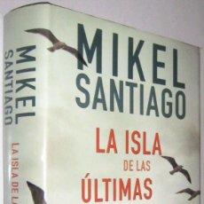 Libros de segunda mano: LA ISLA DE LAS ULTIMAS VOCES - MIKEL SANTIAGO. Lote 288147943