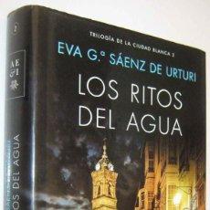 Libros de segunda mano: LOS RITOS DEL AGUA - EVA G.SAENZ DE URTURI. Lote 288149628