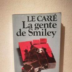 Libros de segunda mano: LIBRO - LA GENTE DE SMILEY - THRILLER SUSPENSE - JOHN LE CARRE. Lote 295550913