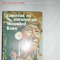 Libros de segunda mano: DEE BROWN. ENTERRAD MI CORAZON EN WOUNDED KNEE. BRUGUERA 1973. TAPAS DURAS CON SOBRECUBIERTA. . Lote 26129418