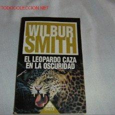 Libros de segunda mano: EL LEOPARDO CAZA EN LA OSCURIDAD. Lote 2652308