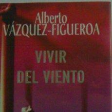 """Libros de segunda mano: ALBERTO VAZQUEZ FIGUEROA """"VIVIR DEL VIENTO"""". Lote 26799144"""