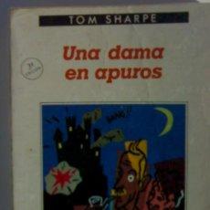 Libros de segunda mano: TOM SHARPE UNA DAMA EN APUROS. Lote 26933107