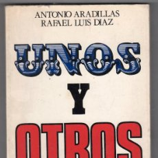 Libros de segunda mano: UNOS Y OTROS POR ANTONIO ARADILLAS Y R. L. DIAZ. EDICIONES SEDMAY 1ª ED. MADRID ENERO 1977. Lote 18660043
