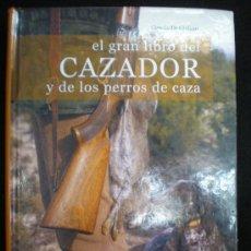 Libros de segunda mano: LIBRO. CAZA. EL GRAN LIBRO DEL CAZADOR Y DE LOS PERROS DE CAZA. CLAUDIO DE GIULIANI. BARCELONA, 2004. Lote 28327753