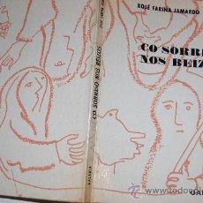 Libros de segunda mano: CO SORRISO NOS BEIZOS. XOSÉ FARIÑA JAMARDO RM55997. Lote 29913882