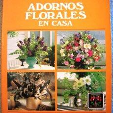 Libros de segunda mano: ADORNOS FLORALES EN CASA. ELISABETH DE LESTRIEUX. EDIT. BLUME EN 1988.. Lote 30663563