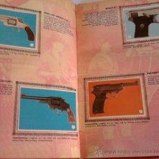 Libros de segunda mano: ALBUM DE CROMOS COMPLETO 32, DE PISTOLA,REVOLVER Y DEMAS ARMAS EN COLOR,ENCUADERNADO AÑOS 60/70. Lote 33780467