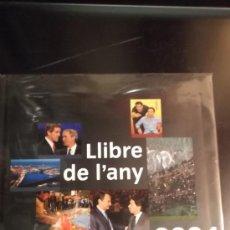 Libros de segunda mano: CATALUNYA LLIBRE DE L'ANY 2004. Lote 36121744