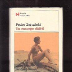 Libros de segunda mano: UN ENCARGO DIFICIL, PREMIO NADAL 2005 / AUTOR : PEDRO ZARRALUKI. Lote 37119922
