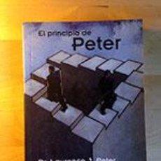 Libros de segunda mano: EL PRINCIPIO DE PETER, DR LAURENCE J PETER Y RAYMOND HULL, DEBOLSILLO, 2004 PP 234. Lote 42697476