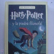 Libros de segunda mano: HARRY POTTER Y LA PIEDRA FILOSOFAL. J.K.ROWLING. SALAMANDRA. Nº1. 2001. MIDE:22,2 X 13,9 CMS.. Lote 43511415