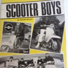 Libros de segunda mano: LIBRO SCOOTER BOYS . VESPA . GARETH BROWN . NÚMEROSAS FOTOS 1996 4 EDICIÓN . INGLÉS MOTOS. Lote 44541255