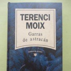 Libros de segunda mano: GARRAS DE ASTRACÁN. TERENCI MOIX.. Lote 44857333