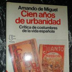 Libros de segunda mano: CIEN AÑOS DE URBANIDAD. CRITICA DE COSTUMBRES DE LA VIDA ESPAÑOLA. AMANDO DE MIGUEL. ESPEJO ESPAÑA. Lote 47422600