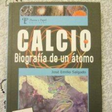 Libros de segunda mano: CALCIO, BIOGRAFIA DE UN ATOMO, POR JOSÉ E. SALGADO - PLUMA Y PAPEL - ARGENTINA - 2006 - RARO!. Lote 47512574