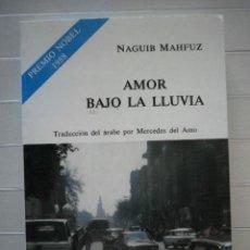 Libros de segunda mano: NAGUIB MAHFUZ - AMOR BAJO LA LLUVIA. Lote 48289162