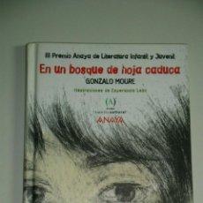 Libros de segunda mano: EN UN BOSQUE DE HOJA CADUCA MOURE, GONZALO. Lote 54885596