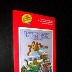 Libros de segunda mano: TEMPESTAD SOBRE EL CISNE NEGRO / SUSAN SAUNDERS / TIMUN MAS / ELIGE TU PROPIA AVENTURA. Lote 61011467