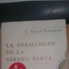 Libros de segunda mano: LA HERMANDAD DE LA SABANA SANTA DE JULIA NAVARRO. Lote 63524676