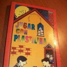 Libros de segunda mano: JUGAR CON PLASTILINA. Lote 74464759