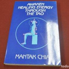 Libros de segunda mano: AWAKEN HEALING ENERGY THROUGH THE TAO - MANTAK CHIA - ESB. Lote 279515098