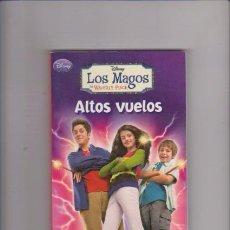 Libri di seconda mano: DISNEY - LOS MAGOS DE WAVERLY PLACE - ALTOS VUELOS - ED. MONTENA 2009 / 1ª EDICION. Lote 75592247