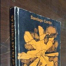 Libros de segunda mano: LUZ EN LAS TINIEBLAS 1983 SANTIAGO CORTIJO ORTIZ. Lote 77546657