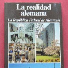 Libros de segunda mano: LA REALIDAD ALEMANA - LA REPUBLICA FEDERAL DE ALEMANIA - LEXIKON INSTITUT BERTELSMANN - 1985. Lote 77768889