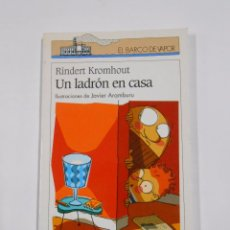 Libros de segunda mano: UN LADRON EN CASA. RINDERT KROMHOUT. EL BARCO DE VAPOR Nº 81. SM. TDK110. Lote 115555774